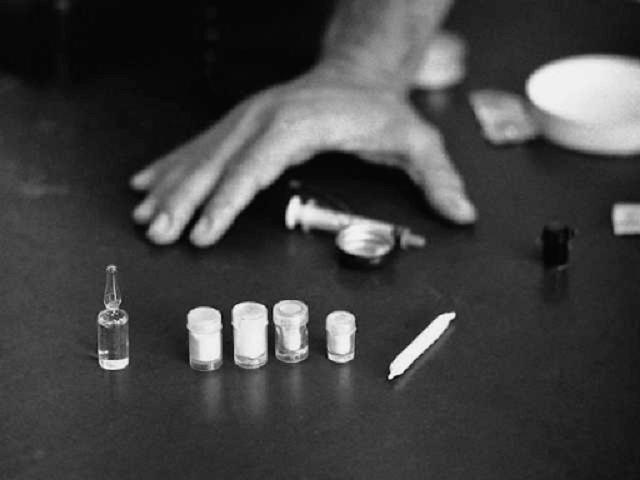 Hút thuốc lá và thuốc phiện có hại như thế nào?